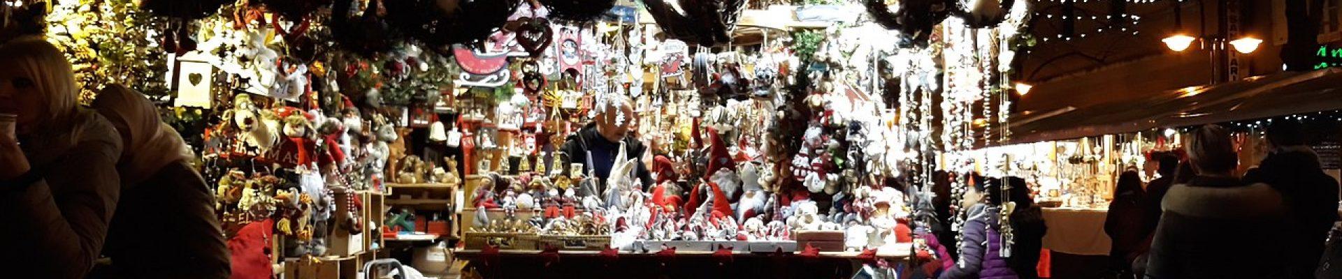 1280px-Trento_-_Mercatini_di_Natale_-_18_Nov.2017_-_Bottega